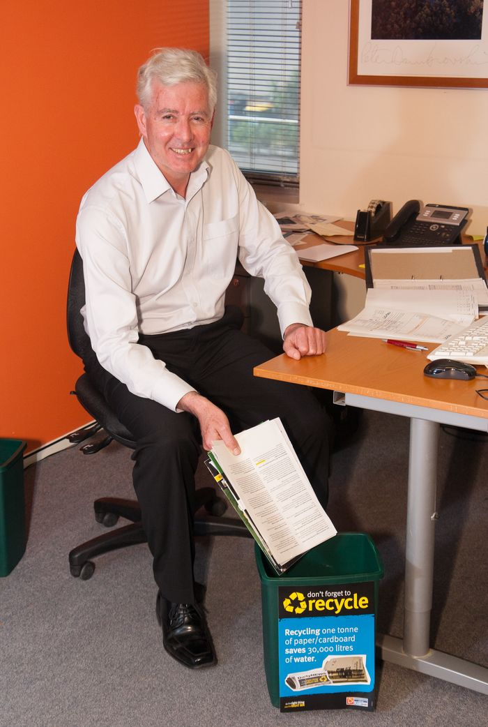 Senior manager recycling paper at their desk © Zo Zhou